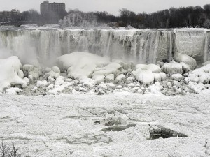 Niagra_Falls_Freezing2