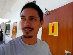 You Won't Believe What This Guy Saw When He Walked Into A Bathroom In The Philippines