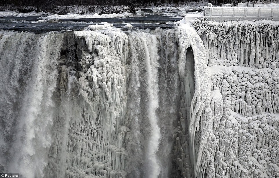 Niagra_Falls_Freezing